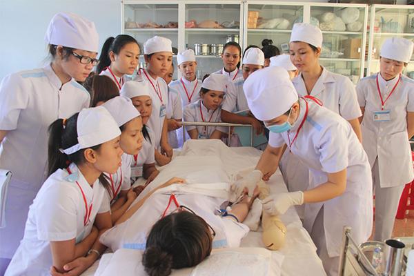 Chương trình đào tạo Cao đẳng Điều dưỡng chuyên sâu về thực hành