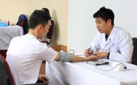 Tranh cãi xung quanh việc khám sức khỏe mới được tốt nghiệp